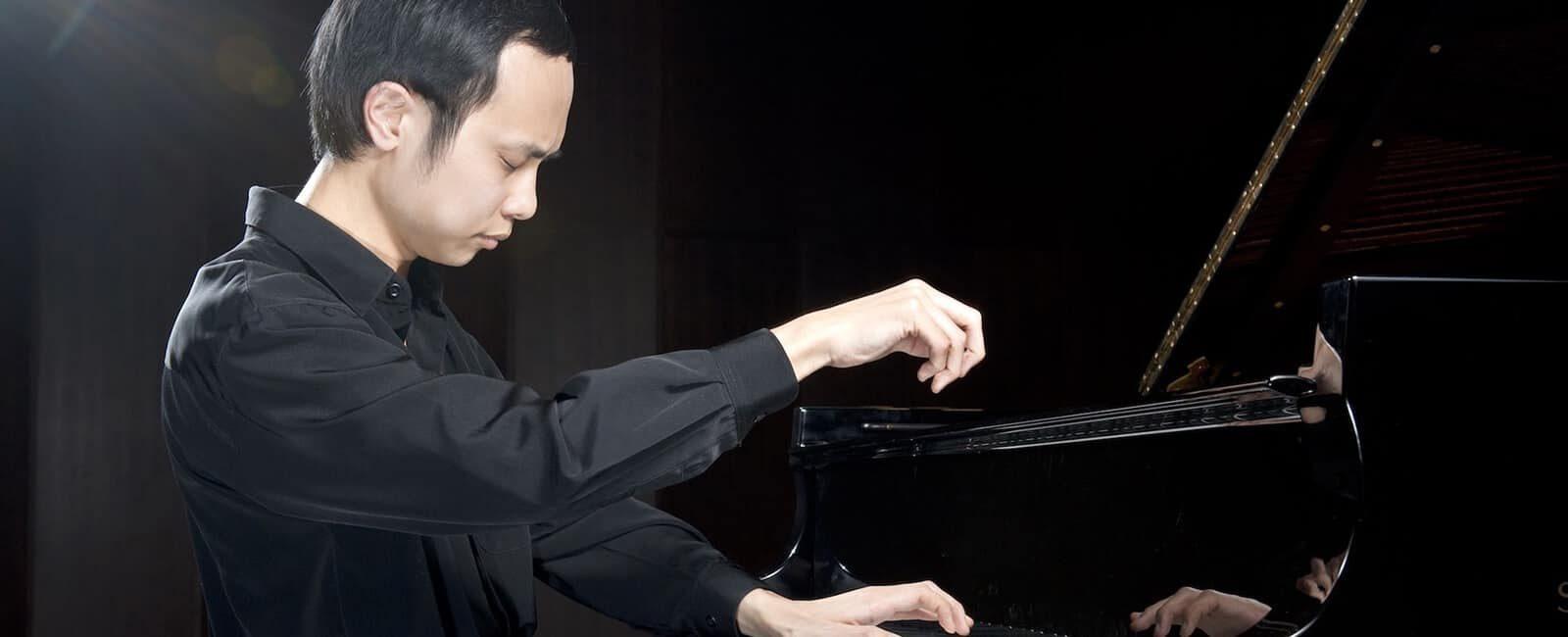 Nicholas Young - Pianist - bio