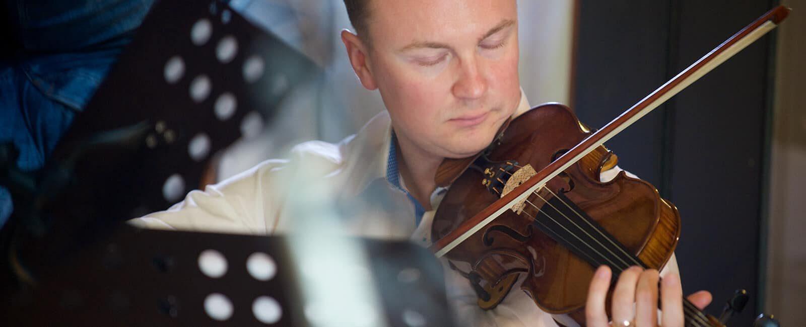 Violinist - Pominik Przywara
